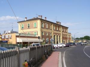 Lato campagna della stazione di Rovato